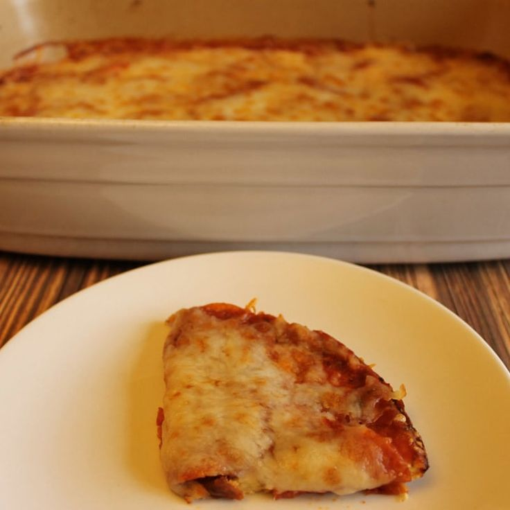 A delicious low carb pizza casserole that will be enjoyed by all. The gluten free pizza crust is made with a simple mix of eggs, cheese, and cream.