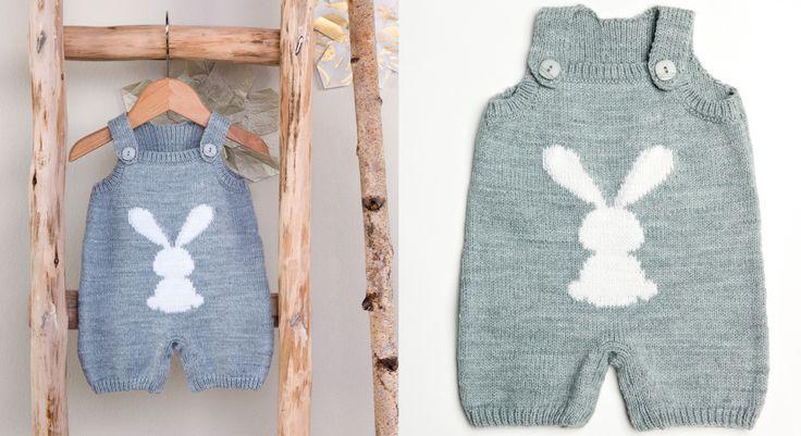 C'est le vêtement indispensable de bébé. Cette salopette tricotée en jersey est décorée d'une silhouette de lapin en jacquard. L'idée pratique : des boutons pressions à ...