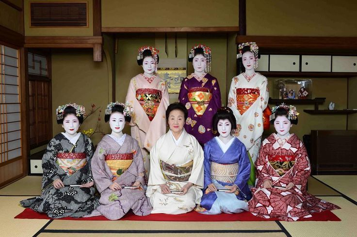Geiko & Maiko — December 2016: Maiko Mameharu, Mamekinu, okaasan...