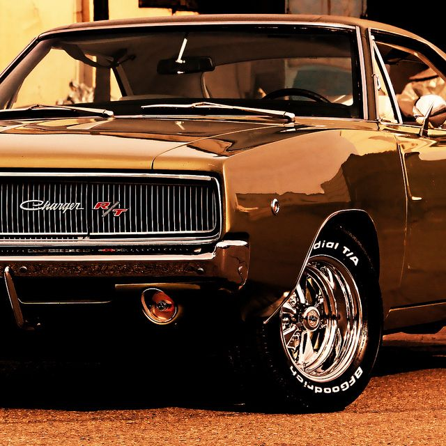 Dodge Charger R/T 1968 | The R/T came with the 440 Magnum V8, an optional V8 426 Hemi available. Chargers were produced on the B platform by Chrysler 1966 – 78.
