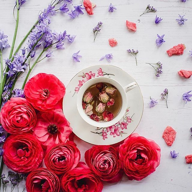 "Happy Monday everyone. Here are more rose petal tea with pink ranunculus, candied rose petals and crystallised violets. 🌺🌺🌺 Edward has started to become an artistic director (""don't put that flower there, mama, put it there"") so I might get him to start playing a more active role in these arrangements! 🌺🌺🌺"