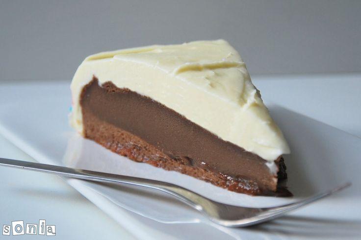 Tarta de chocolate con frosting de mascarpone y amaretto