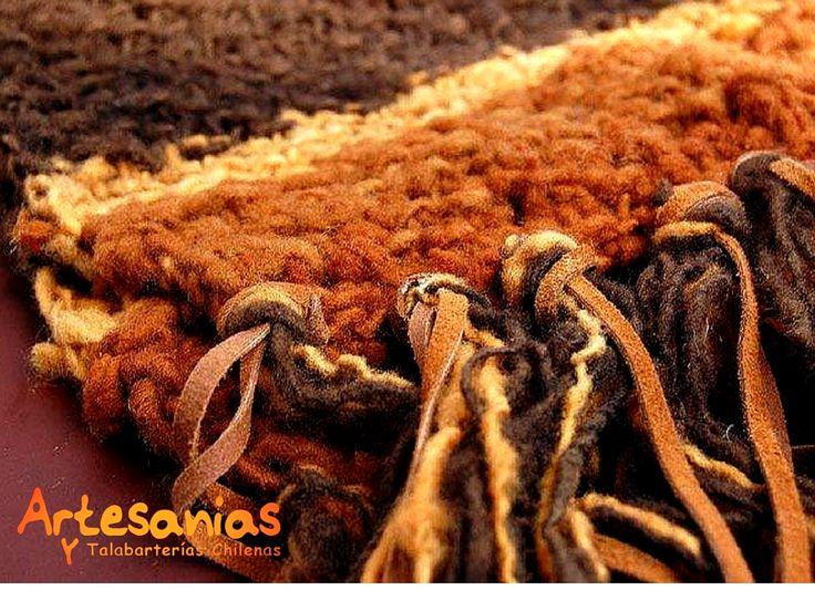 Hacemos bufandas, creadas con lanas naturales, alpaca, lino; Oveja; Algodón.   Consulta por nuestras exclusivas bufandas  y ponchos elaboradas en cueros naturales.   #ArtesaniasyTalabarterias #AccesoriosChile