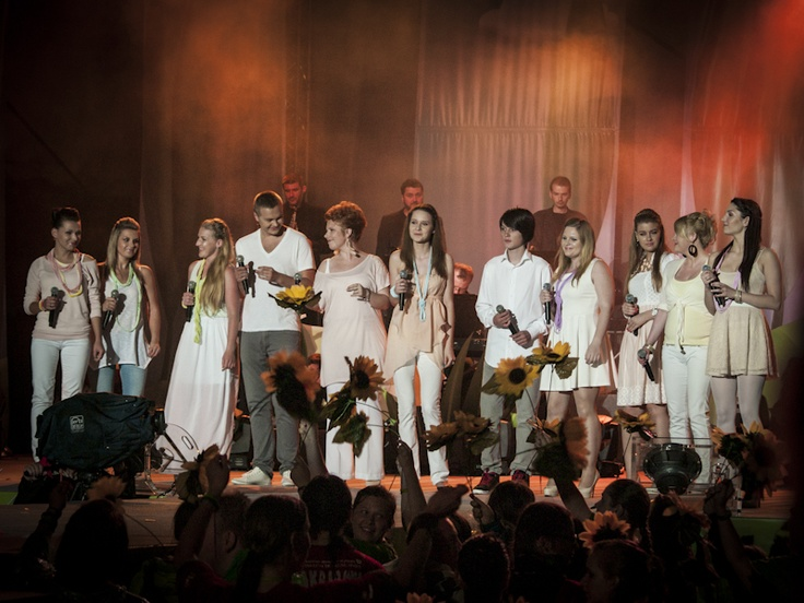 Koncert Razem #MimoWszystko z udziałem gwiazd, 2012 rok, na scenie uczestnicy programy Bitwa na głosy #Kraków #koncert #muzyka   fot. Diamonds Factory