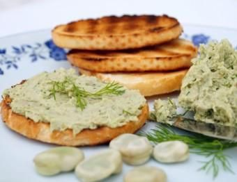 Crostini with fava bean and dill spread