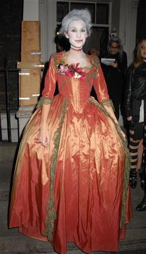 5 Celebrity Halloween Costume Ideas! Ariana, Taylor, Kim ...