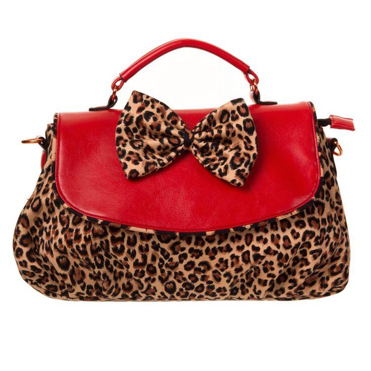 retro kleding Banned Rocking Leopard Purse  Rock on met deze leuke handtas! Dat luipaardmotiefje in combinatie met die rode details konden wij natuurlijk niet weerstaan. De onderkant is geplooid voor een speels effect. De grote rode luipaard op de voorkant maakt het plaatje helemaal compleet.
