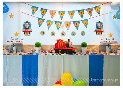 Fiesta Temática de Tren Thomas . Aquí hay una decoración de fiesta de cumpleaños que definitivamente voy a tener que hacer por mi niño. Thom...