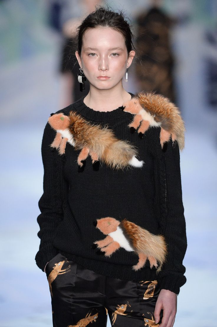 #alenaakhmadullina #russiandesigner #russianfashion #runway #fall #fall2015 #fw15 #аленаахмадуллина #fashion #fashionweek www.alenaakhmadullina.ru