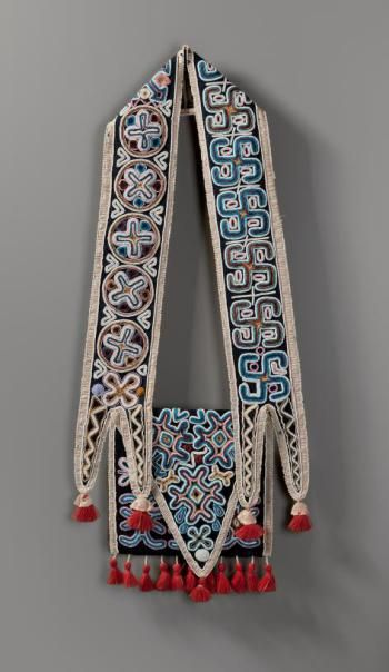 Shoulder Bag, Seminole, Florida, ca. 1830. Wool cloth, glass beads, silk ribbon and wool yarn, 29 ½ x 12 ¾ inches (74.9 x 32.4 cm). Gift of Joanne and Lee Lyon, 2012.27.5