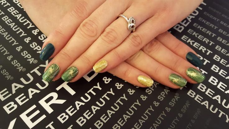 LoveME Emerald, green and gold! Parfect macnicure :)  Shellac, CND, Vinylux  #ekert #nails