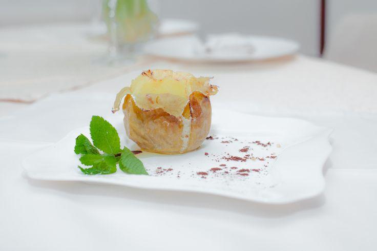 Печеное яблоко. Food photo