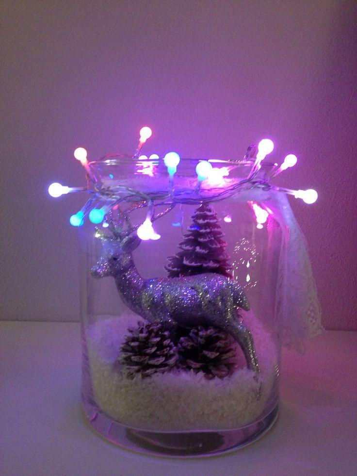 Klaar voor Kerst met deze kerstdecoratie in een vaas.