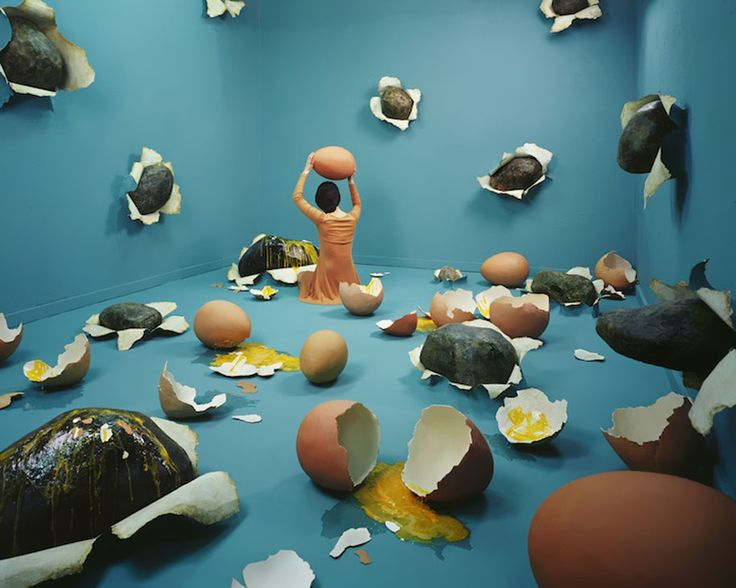 Jee Young Lee is a Korean artist that really knows how to convert her small studio space (11.8′ x 13.5′ x 7.8′) in Seoul, Korea into some really absurd and beautiful dreamscapes.According to Jee Young Lee, there was no Photoshop involved in the following images.