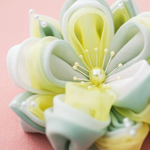 洋の素材を使った新鮮アレンジで「大輪の花」を咲かせて。|やわらかな布のアンサンブル 大輪のつまみ細工フラワーの会