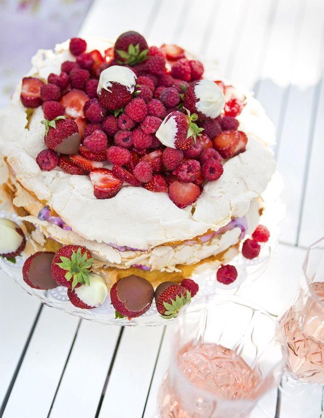 Tiinan marenkinen britakakku. Tiina's meringue cake.   Unelmien Talo&Koti Kuvaaja: Hanne Manelius