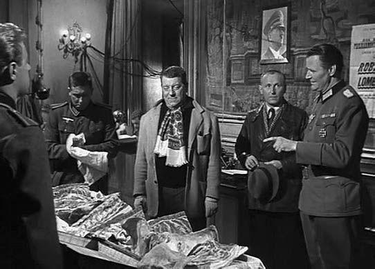 Bourvil et Jean Gabin dans La Traversée de Paris où figure également Louis de Funès.  Film culte sur Paris sous l'occupation. Cette scène à la Kommandantur fut filmée au Musée Jacquemart-André, dans le 8e.