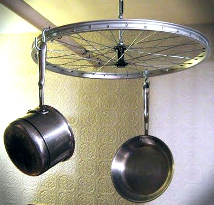 home made pot ahnger | Embora lembre um varal, a utilização com panelas é mais criativa.