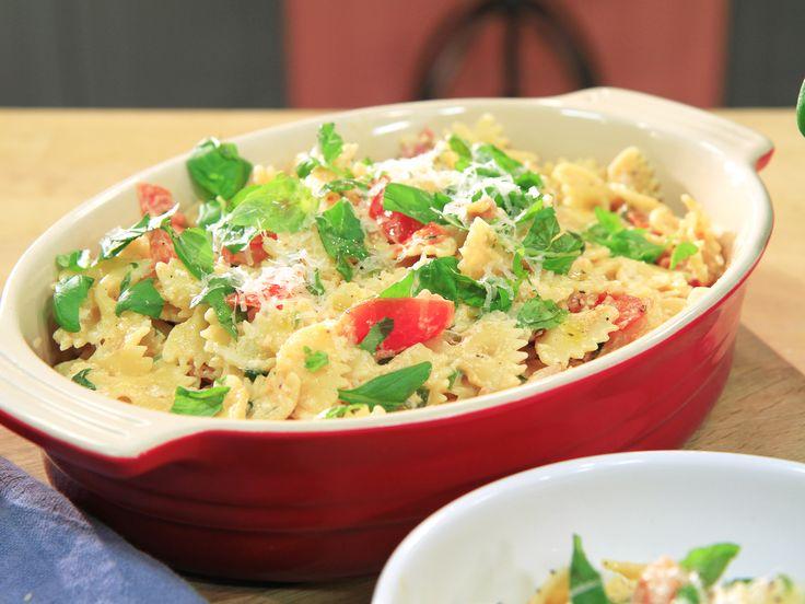 Semesterpasta med tomat, ricotta och bacon | Recept.nu