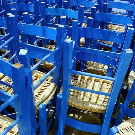 De bekende blauwe stoelen op Kreta....