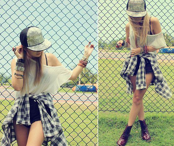 Glittler Dk Cap, Love Luxo Top, Renner Shirt, Miss Lolla Shorts, Primark Boots, Mentacafe Bracelets, C&A Rings