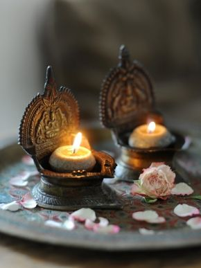 Old Hindu lights for happiness and prosperity - Happinez