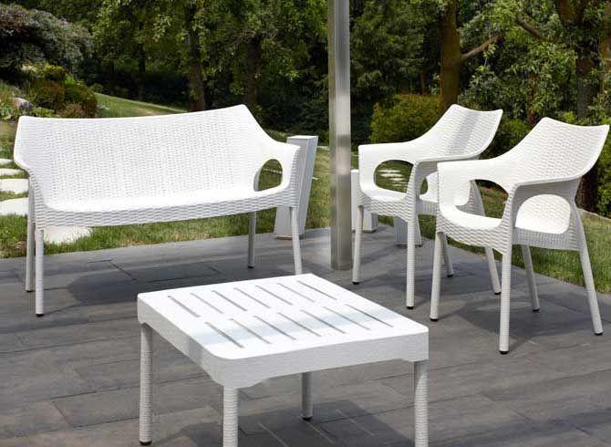 Outdoor Sitzgarnitur in verschiedenen Farben zu finden bei www.richhome.de