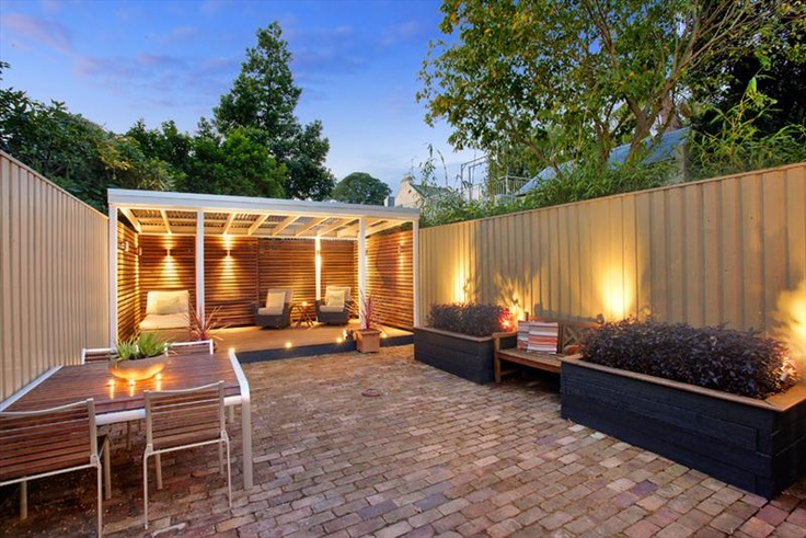 Great undercover area in courtyard garden magic for Courtyard entertaining ideas