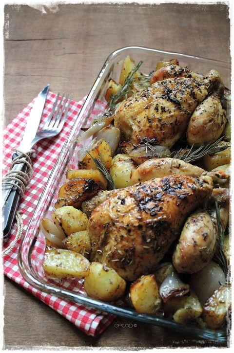 """La classica ricetta per il pranzo in famiglia della Domenica rivisitata """"a modo mio"""" Galletti al forno con patate e scalogni, semplice e veloce da realizzare piacerà a grandi e bambini."""