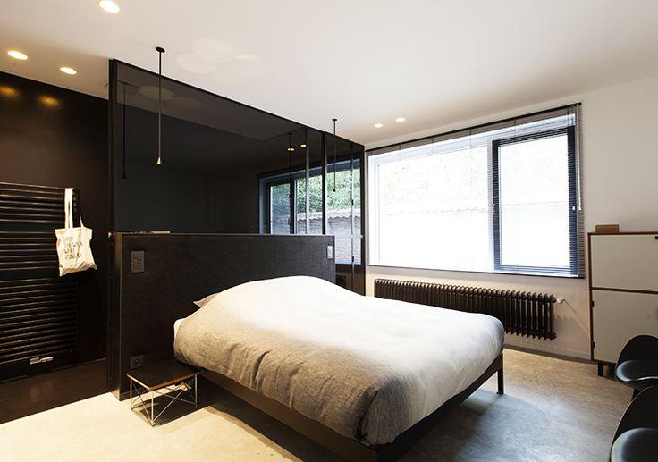 Interieurarchitect Nele Vercauteren en haar man Bas Wauman verwelkomen jou met plezier bij ARCK te Tielrode (België). Zij richten de bed & breakfast in met een mix van vintage en hedendaags design van Belgische ontwerpers, maar ook met Scandinavische en Japanse invloeden.