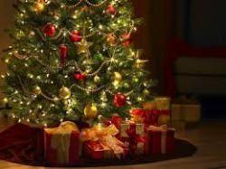 Le festività di Natale si avvicinano e ogni casa diventa una festa di colori, addobbi, alberi di Natale, Presepi e tanti pacchetti colorati; ogni sera una cena con i parenti venuti da lontano e amici che si presentano all'improvviso. Come fare per gestire i propri spazi? Facile…con una consolle allungabile! Pochi gesti e la piccola consolle si trasforma in un lungo tavolo capiente capace di accogliere più di 10 persone così da trasformare ogni cena in un rituale della socialità.