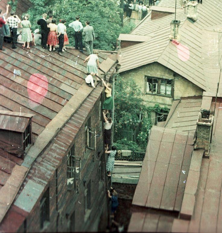 Фото 1957 г. Л. Николаева. Вид с крыши (или верхнего этажа) д. 25 стр. 1 по Цветному бульвару на Самотечную площадь 28 июля 1957 года, открытие Всемирного фестиваля молодежи и студентов.