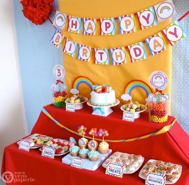 Sweets table in de kleuren van de regenboog van K3