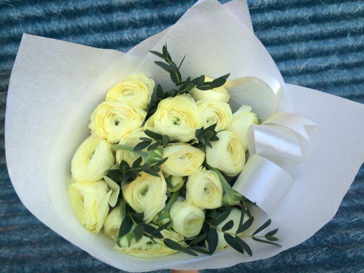 Моно-букет из лимонных лютиков (Голландские ранункулюсы)