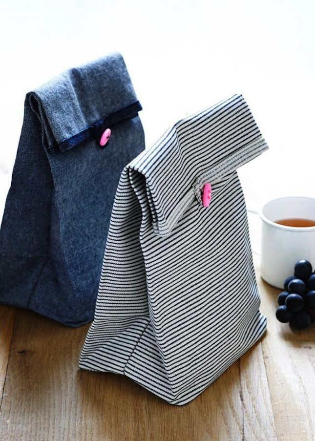 Make your lunch stand out at work with a DIY button lunch bag.