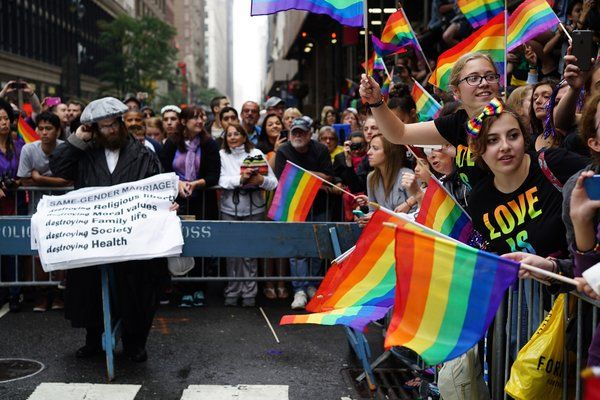Jubilant Marchers at Gay Pride Parades Celebrate Supreme Court Ruling - NYTimes.com