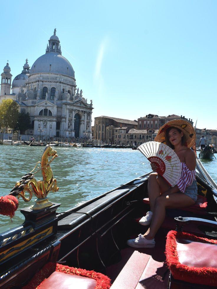 MAPC Clavel abanico semi pericón 27cm con encaje y diseño pintado a mano con clavel rojo Gran Canal - Venecia