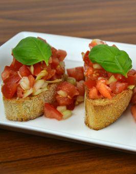 BRUSCHETTA MIT TOMATEN - Zutaten für 4 Personen: 500g Tomaten, 1 Zwiebel, 8 Scheiben Ciabatta, 2 Knoblauchzehen, Olivenöl, Salz, Pfeffer. Hier geht's zur Zubereitung: http://behr-ag.com/de/unsere-rezepte/rezeptdetail/recipe/bruschetta-mit-tomat.html