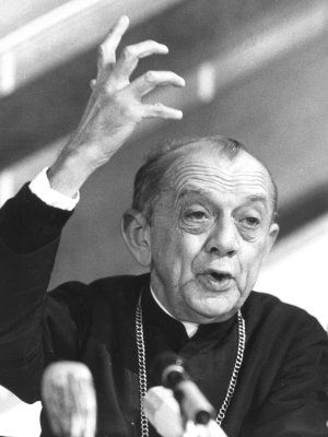 """""""When I give food to the poor, they call me a saint. When I ask why the poor have no food, they call me a communist."""" Dom Helder Camara"""