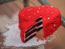 Kadife yumuşaklığında inanılmaz lezzetli ve muhteşem bir görüntüye sahip bir pasta Kırmızı Kadife Pasta Tarifi