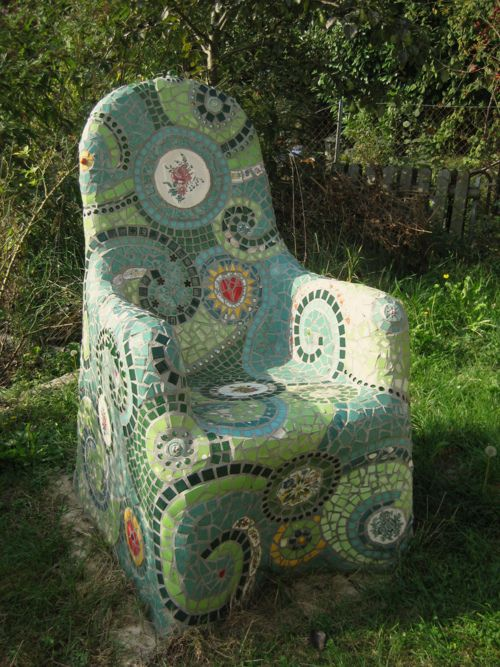 Mosaic garden chair, Waschbear Designs, Switzerland.  To purchase http://en.dawanda.com/product/7943554-Mosaik-Stuhl-Gartenmoebel