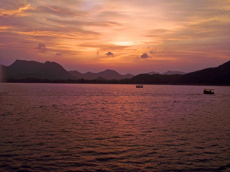 Pic I took when I was at Fateh Sagar Udaipur. Love this place.