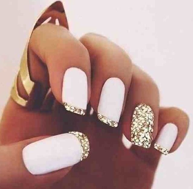 Loving these super glam glitter, gold and white nails!
