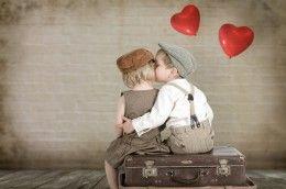 Обои Сердце Мальчики Девочки Кепка Поцелуй Дети