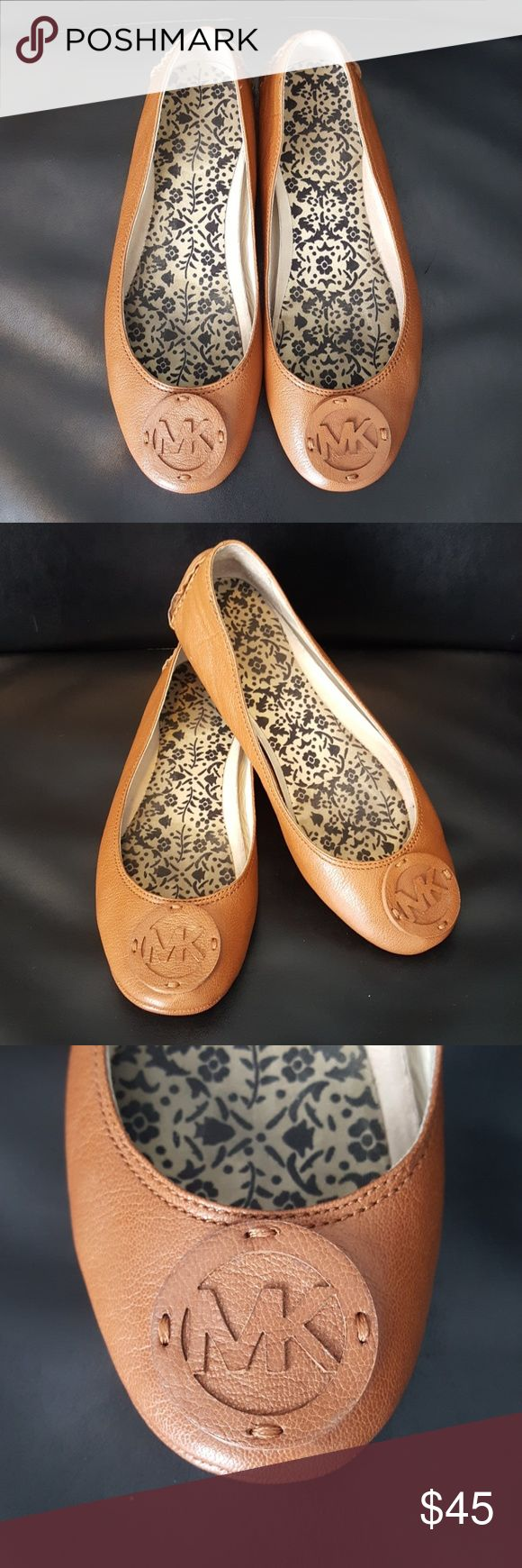 MICHAEL KORS Flats 6M Gorgeous pair of Michael Kors flats. Maybe worn a couple of times, there is an insert for added cushion. Shows minimal wear! 6M MICHAEL Michael Kors Shoes Flats & Loafers