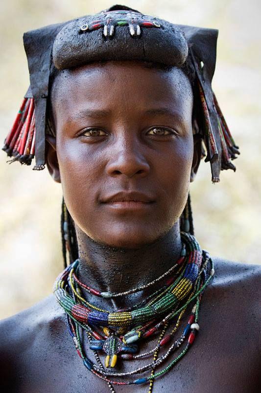 -Woman from the Muhacaona (Mucawana) tribe, Angola..
