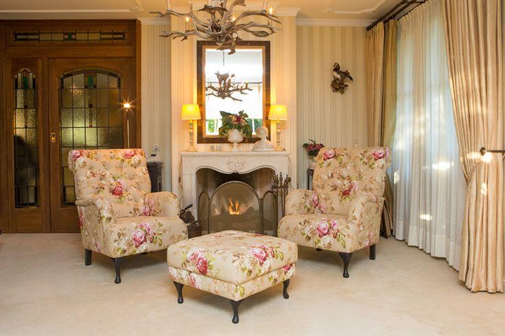 Landelijk stijvol en klassiek wonen deze woonkamer is for Interieur kleuren woonkamer