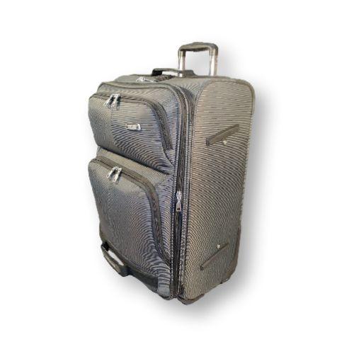 4-х колёсный, большой чемодан. Чемодан на многие случаи жизни, но чаше всего применяется для семейной поездки, людей отправляющиеся в длительную командировку, путешествие (30 дней и более) или у кого большие потребности в гардеробе. #travel #luggage #Laptop