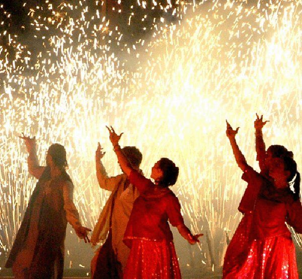 write about deepavali festival in india