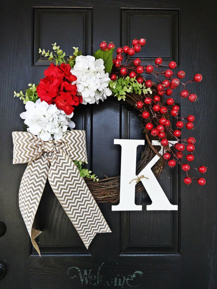 A little whimsy and lots of posh in this Christmas wreath. Wreath measures 20 - 22 in diameter. Available in any letter. Choose your letter via pull down menu.
